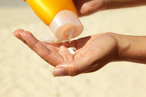 紫外線から肌を守るには「日焼け止め」が必須!