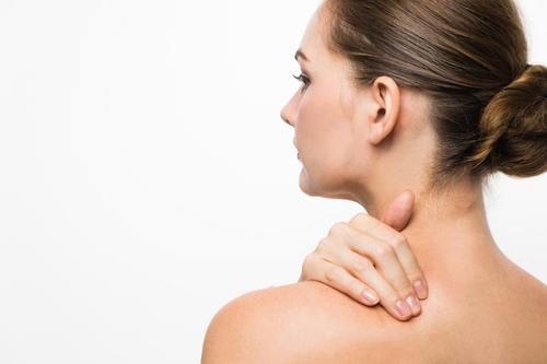 肩こりと肌荒れの関係