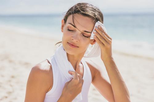 汗っかきとは違う?多汗症の原因と改善方法を解説